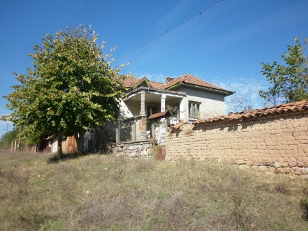 Old country house with garden, nice views and quiet location just 100 meters away from river