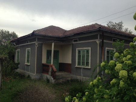 Cheap property house with 1420 sq.m. land Dobrich area Bulgaria