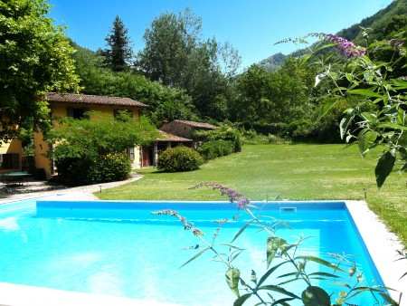 Enchanting Tuscan country home with swimming-pool,beautiful gardens and 10 ha of woodland