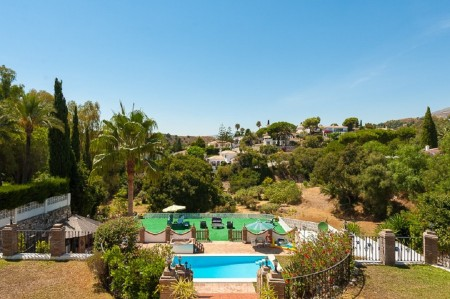 HUGE villa + FOUR self contained holiday letting apartments, in fantastic Mijas, Malaga, Spain